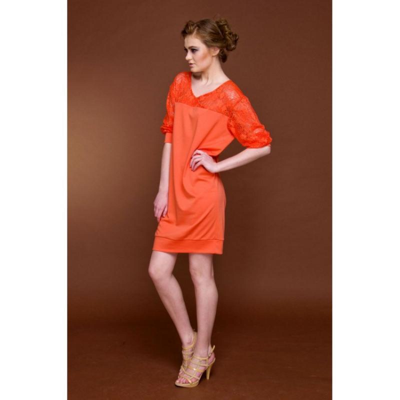 Оранжевое платье с кружевом