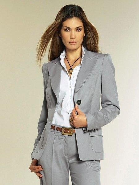 Серый брючный костюм женский доставка